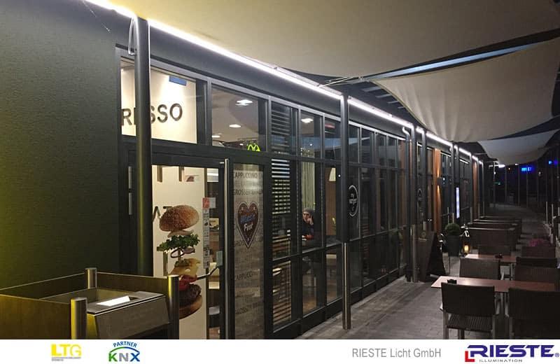 LED Fassadenbeleuchtung mit LED Streifen in IP66 auf ALU Profilen